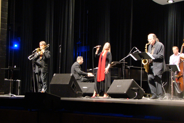 Suzi and Band at Temple Jazz Fest